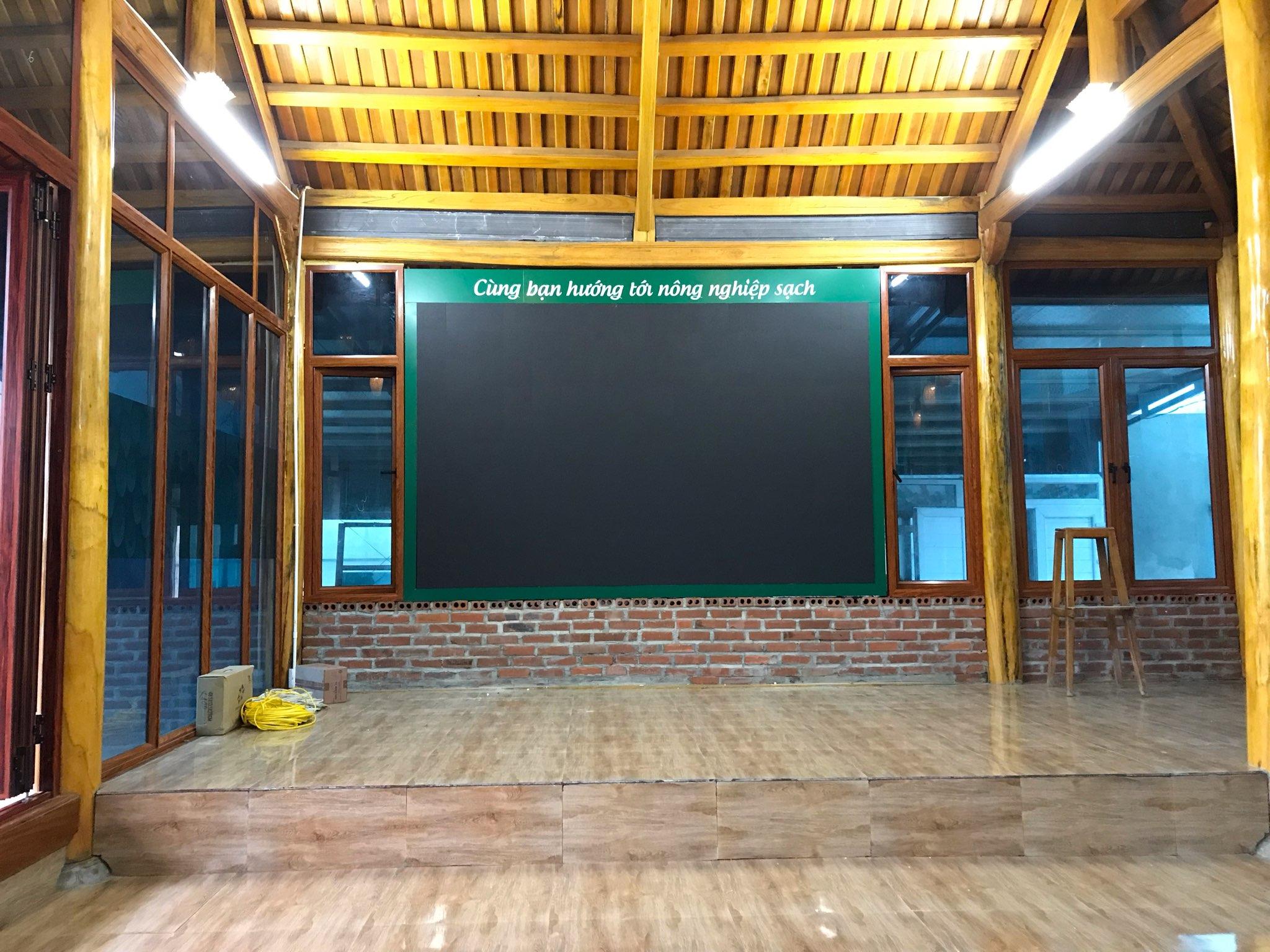 Hatuba thi công màn hình led trong nhà cho Green Farm