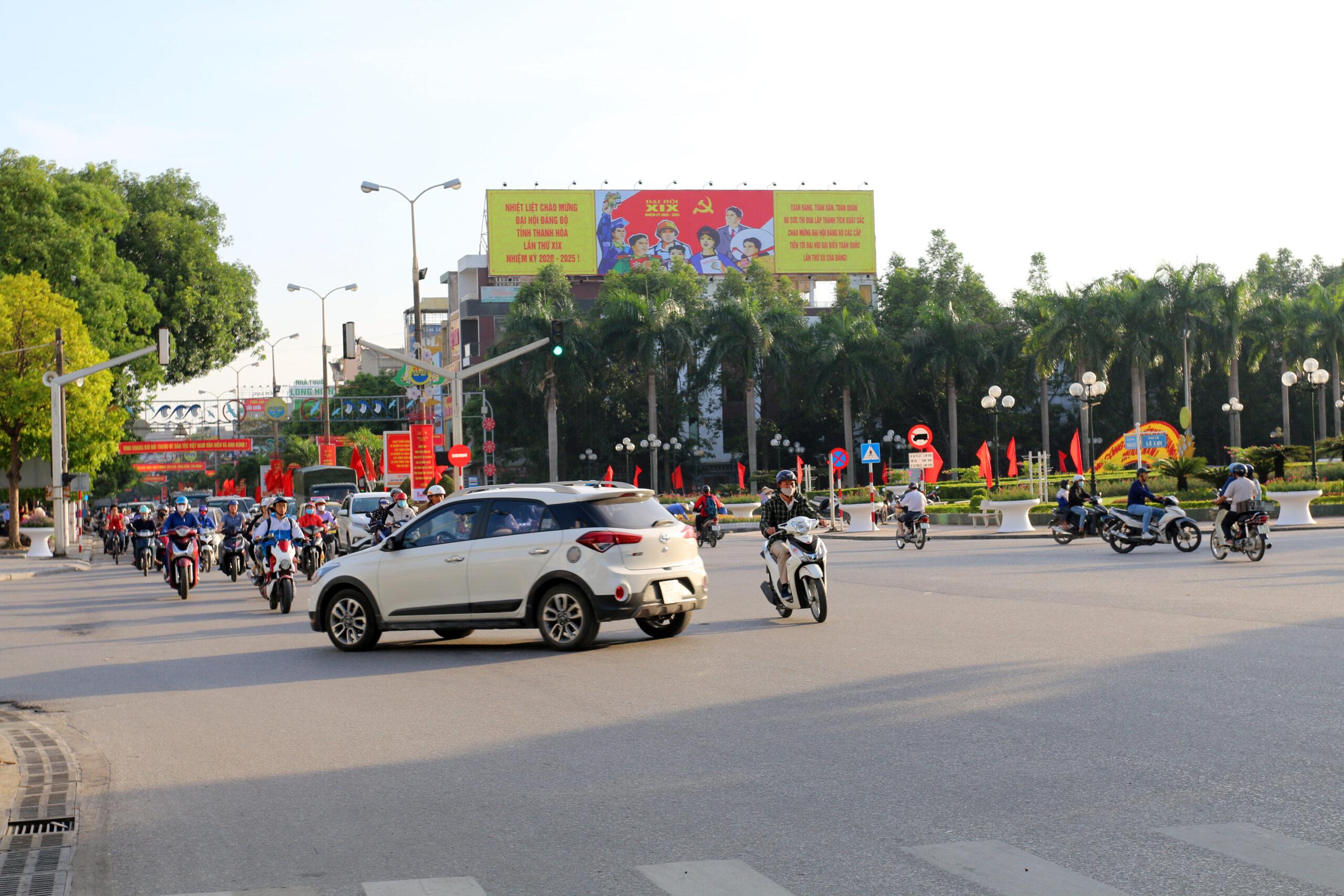 Tuyên truyền Đại hội Đảng trên pano 172 Trần Phú