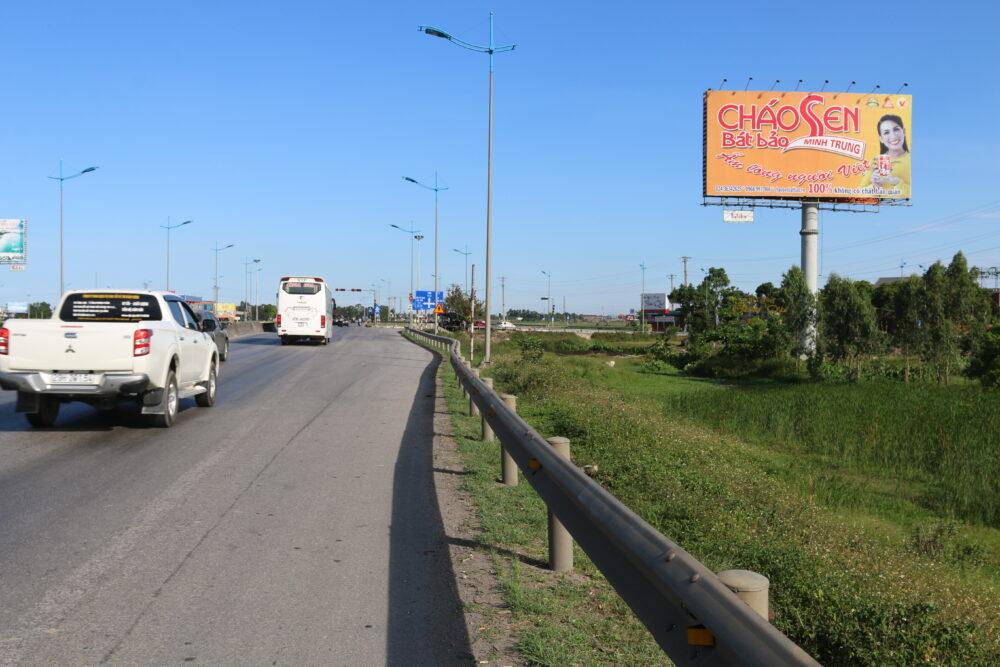 Biển quảng cáo billboard tại đường QL1A