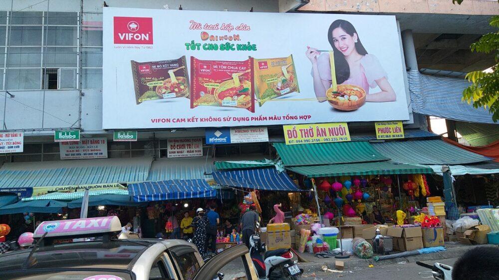 Quảng cáo  hàng tiêu dùng tại biển chợ