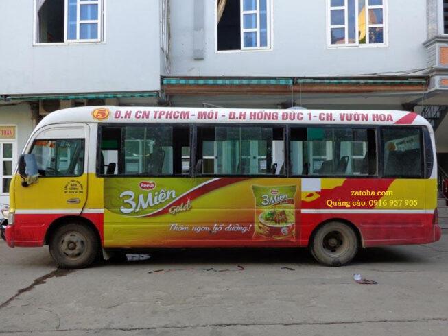 Quảng cáo bên ngoài xe bus