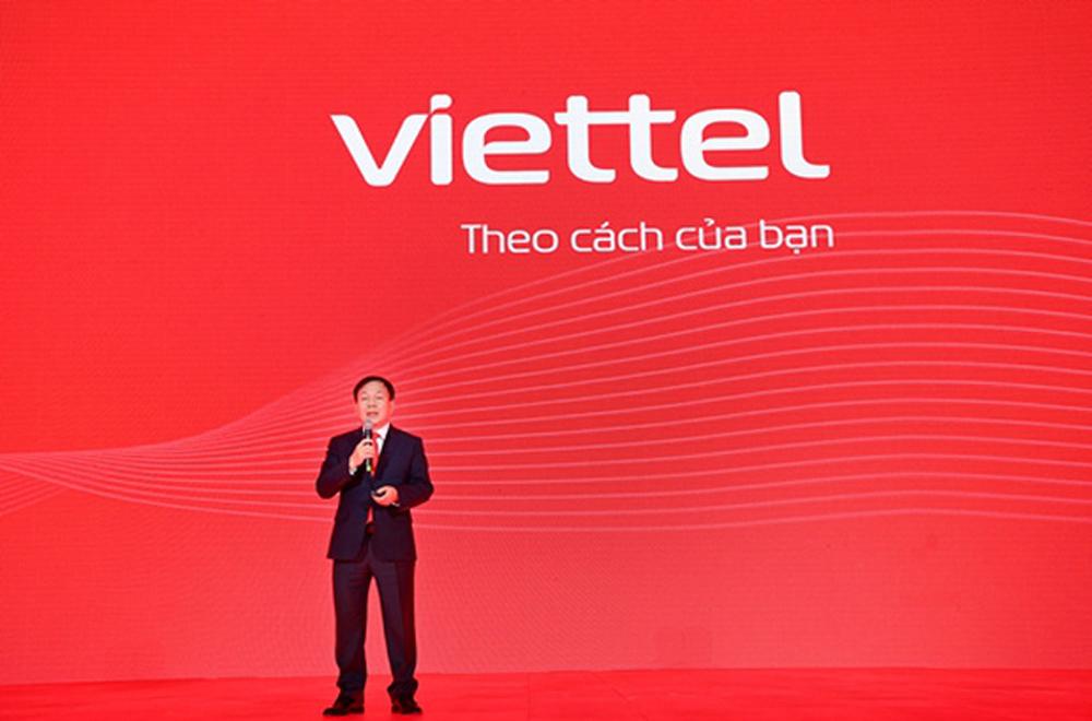 Ông Lê Đăng Dũng trong buổi công bố thương hiệu mới của Viettel