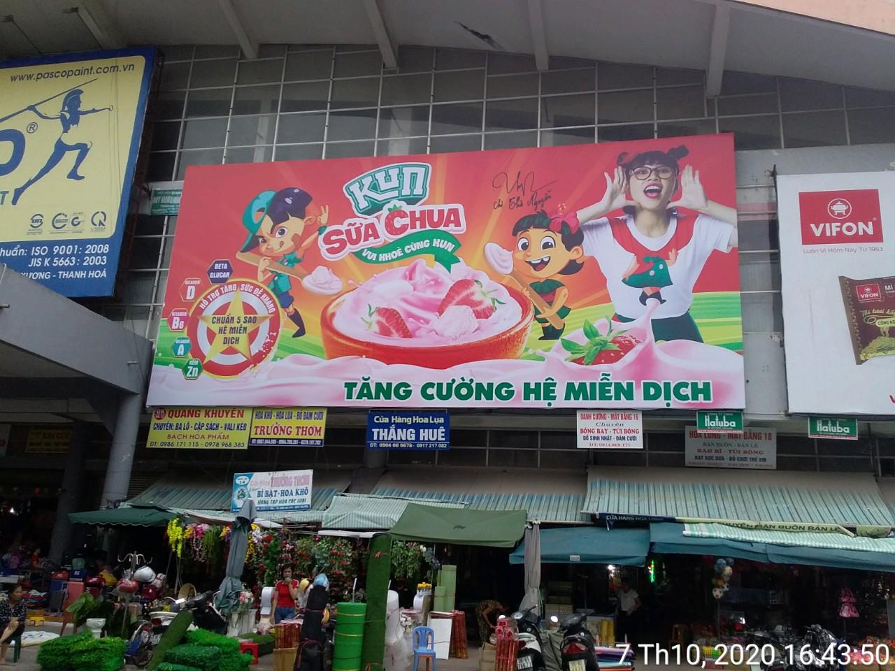 Biển quảng cáo tại chợ