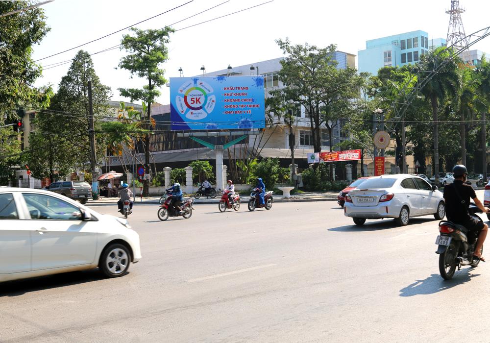 """Biển quảng cáo chống Covid-19 với """"thông điệp 5K"""" tại TP Thanh Hóa"""