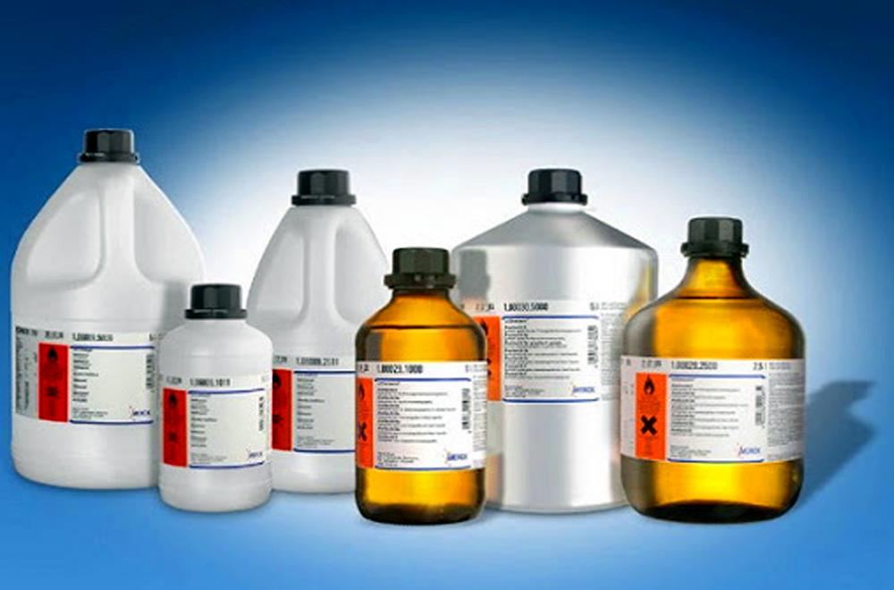 Sản phẩm hóa chất bị cấm trong quảng cáo ngoài trời