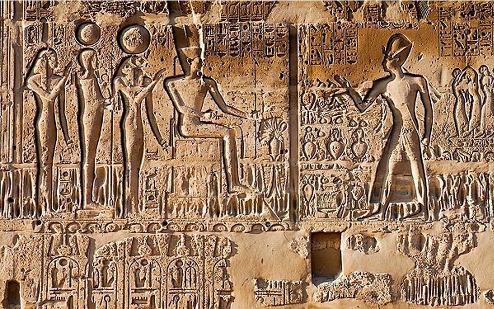 Năm 2000 TCN, quảng cáo ngoài trời sơ khai xuất hiện tại Ai Cập