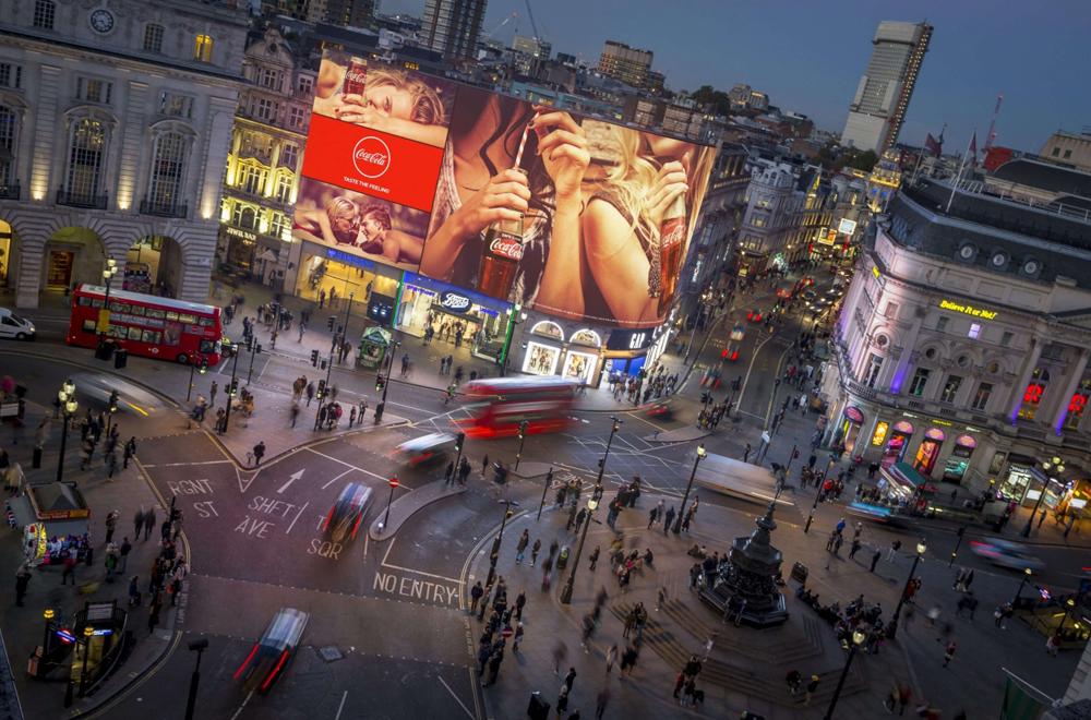 Màn hình LED quảng cáo ngoài trời ấn tượng tại giao lộ Piccadilly Circus (London, Anh)