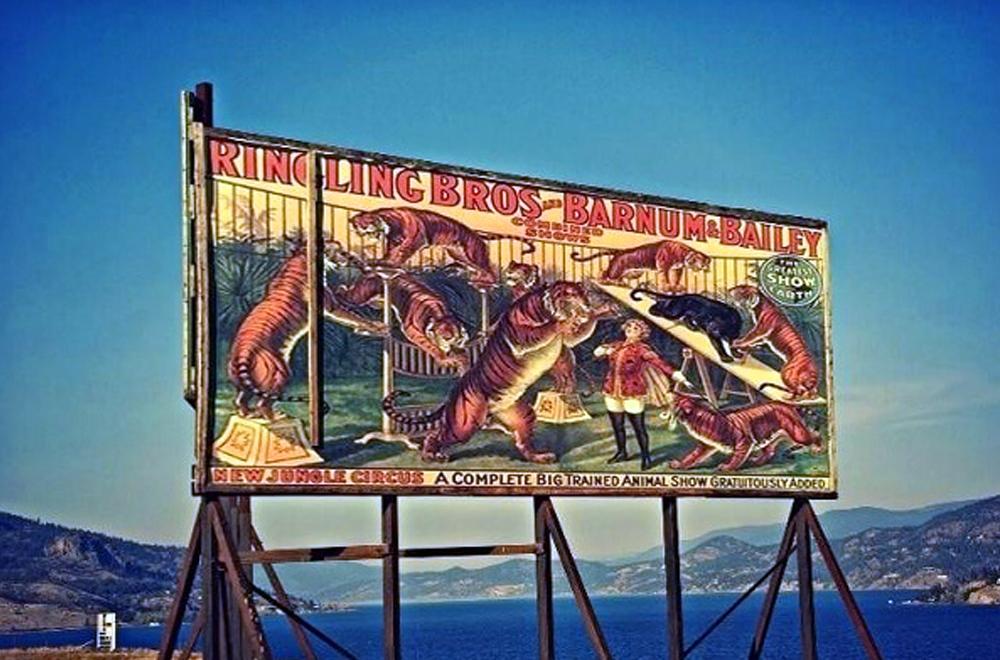 Poster khổ lớn đầu tiên rộng tới 15,24m2 xuất tại New York là quảng cáo cho rạp xiếc
