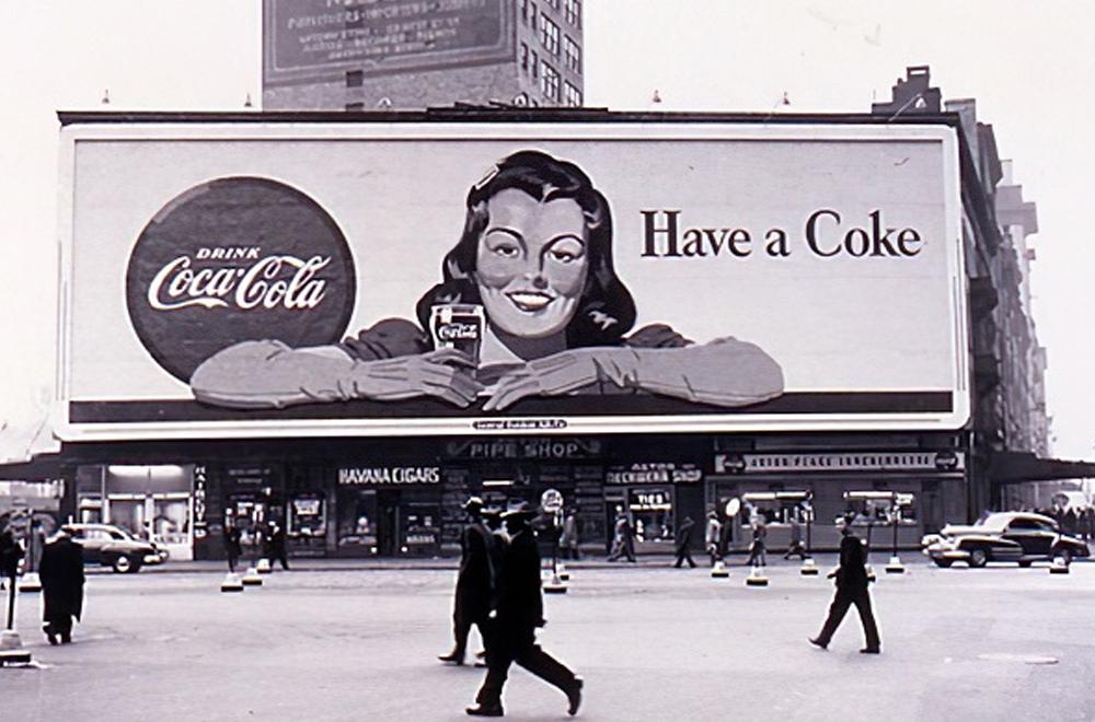 Coca-Cola là một trong những cái tên nổi bật trong chiều dài lịch sử của quảng cáo ngoài trời